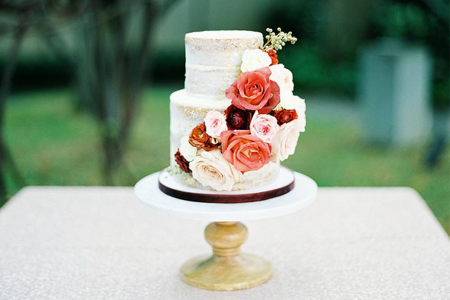 Day-of Details: Who Puts the Flowers on the Cake?